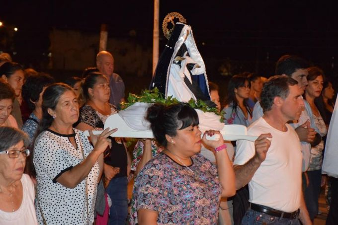 Con una multitud presente se realizó el vía crucis del pueblo sobre Avenida Rucci