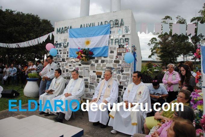 A pesar del mal clima, una multitud peregrinó hasta el Monumento a María Auxiliadora