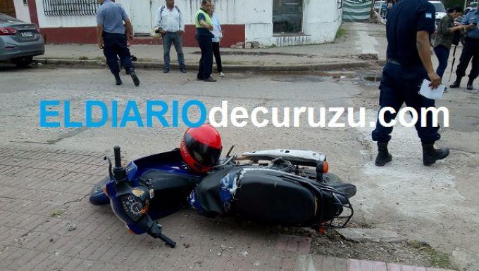 Accidente de tránsito entre camioneta y motocicleta