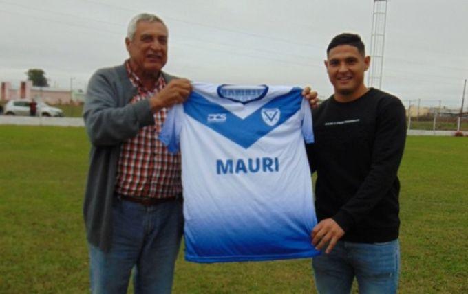 Maximiliano Salas recibió un reconocimiento por parte del Club Victoria