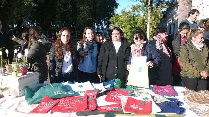 """Presentación del Proyecto de Microemprendimiento Educativo FINES II """"Feria de Platos"""", """"Reciclar y conservar el medio ambiente"""""""