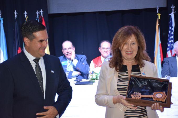 El Intendente entregó las llaves de la ciudad a la representante del presidente del Rotary Club International
