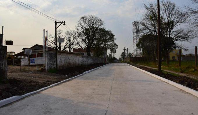Se inauguró una nueva cuadra de pavimento