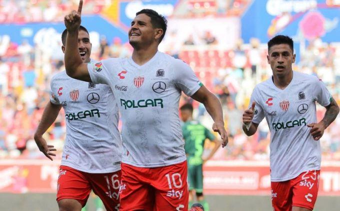 El Curuzucuateño Maxi Salas marcó un doblete ante Santos Laguna