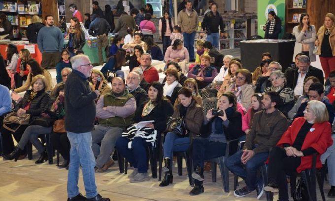 """Presentan en la Feria del Libro la obra """"Curuzú Cuatiá: El Derecho a ser ciudad"""""""