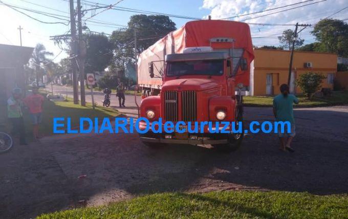 Daños materiales en el impacto entre un camión y un automóvil