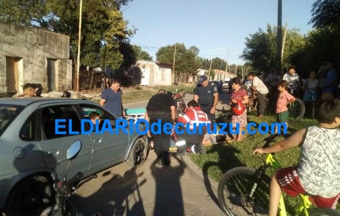 Mujer cayó de su motocicleta y fue hospitalizada