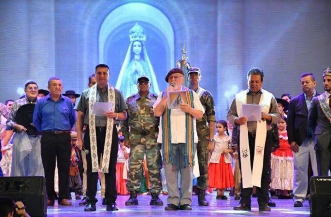 El párroco de Nuestra Sra. del Pilar estuvo presente en la bendición de la 30 edición de la Fiesta Nacional del Chamamé y 16 del MERCOSUR