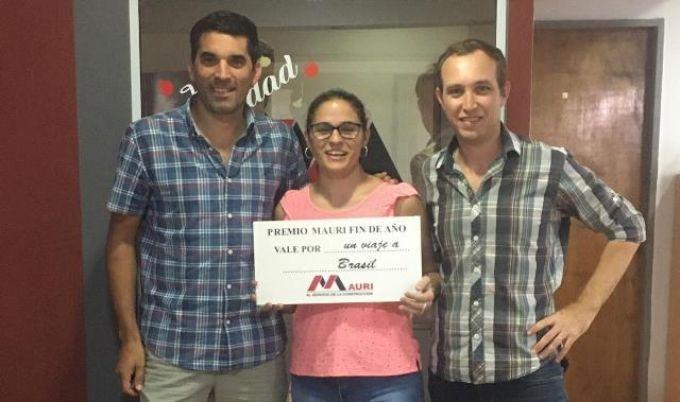 La empresa Mauri hizo entrega de un viaje a Brasil para una de sus empleadas