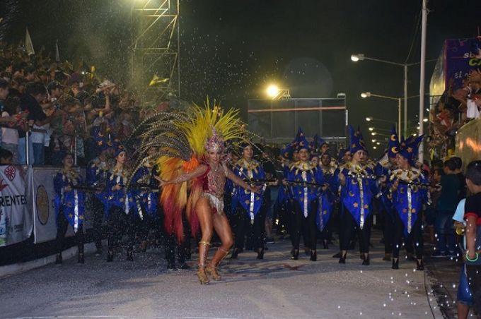 Pitogué campeona de los carnavales Curuzucuateños