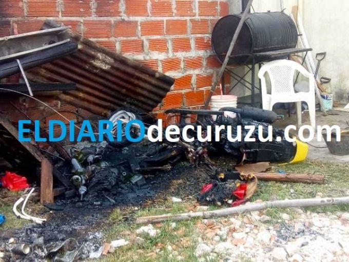 Se incendió una motocicleta que estaba en una vivienda
