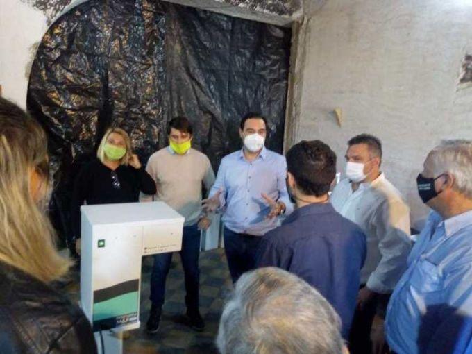 Valdés encargó 100 atomizadores desinfectantes automáticos