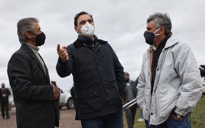 Valdés inauguró diez kilómetros de ripio en la Ruta Provincial 16