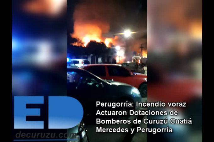 Incendio dejó consumida una mueblería en Perugorría