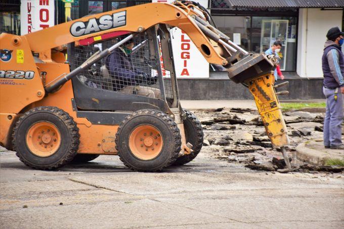 Continúan los trabajos de pavimentación en el casco urbano