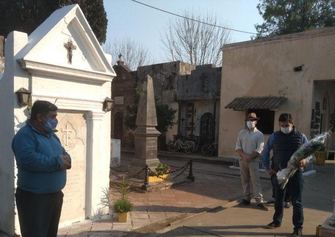 """El intendente Irigoyen y el grupo """"Por Amor al Arte"""" homenajearon a Basilio Acuña en un nuevo aniversario de su fallecimiento"""